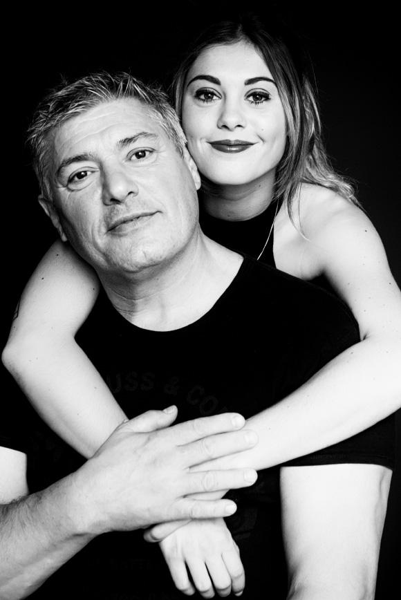 Portrait en studio - Père et fille - Portrait de famille - Veronique Taupin Taupinprod Photographie