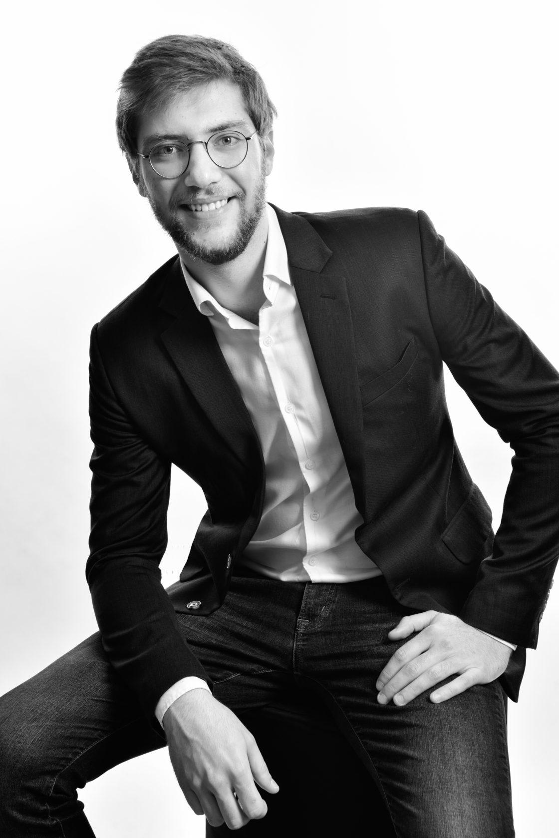 Portrait entreprise pour Linkedin homme en noir et blanc - Taupinprod - Veronique Taupin photographe Paris