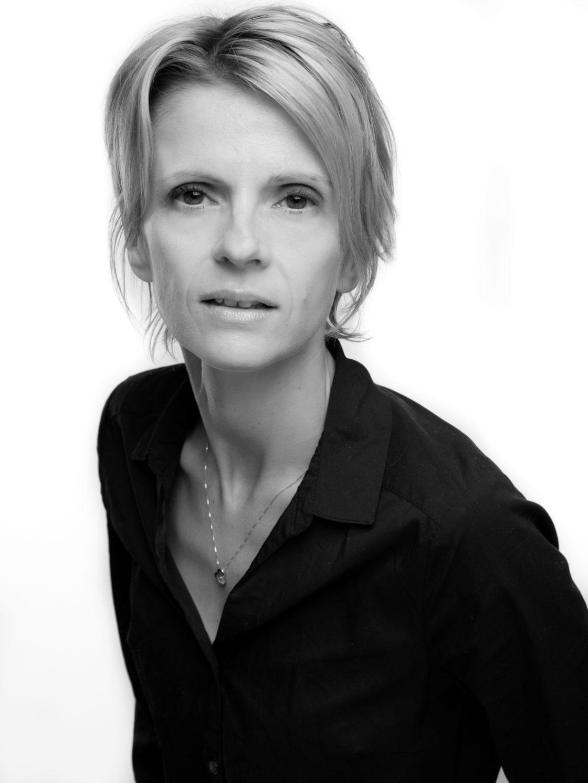 Portrait entreprise pour Linkedin - Portrait de femme en noir et blanc - Taupinprod