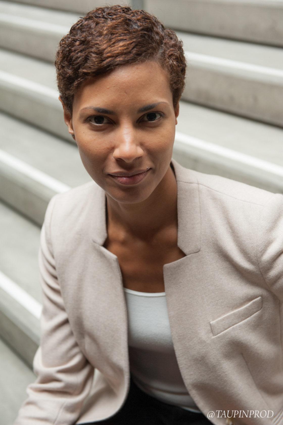 Portrait entreprise pour Linkedin - Portrait de femme en lumière naturelle - Taupinprod